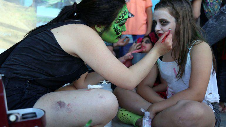 La invasión zombie sorprendió a los neuquinos en la tarde del domingo
