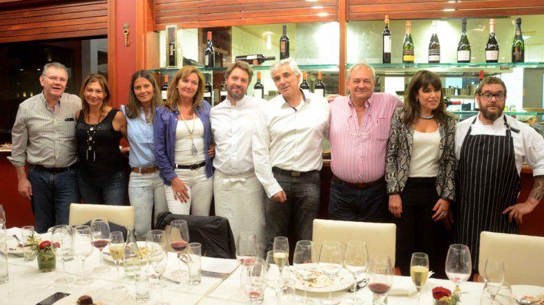 Integrantes de la familia Schroeder junto a Martín Molteni y Ezequiel González