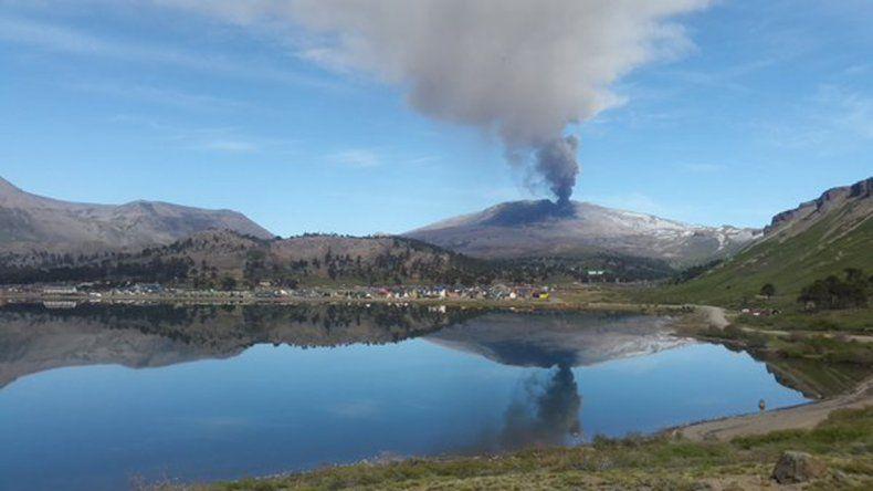 El volcán tuvo un débil incremento de erupción.