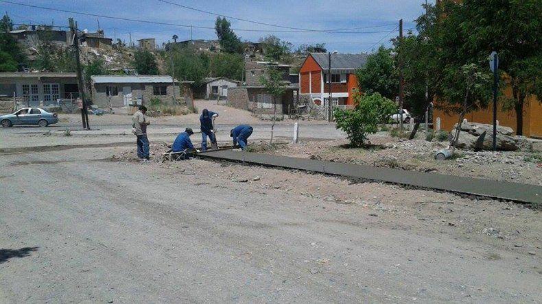 Los obreros están construyendo ahora 150 metros de veredas.