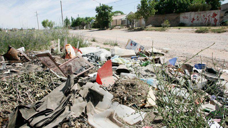 Tampoco en el oeste se ponen las pilas con la basura