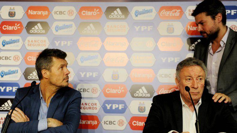 Las caras lo dicen todo. Tinelli y Segura saben que fue un bochorno. Hoy se reúnen para lograr la unidad.