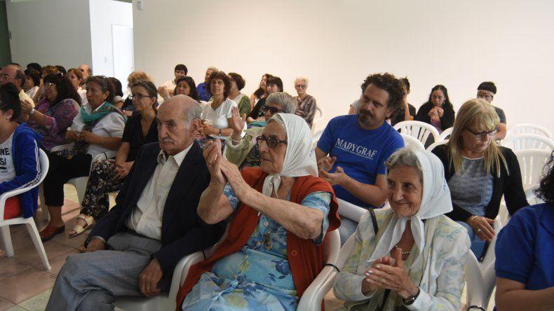Las Madres de Plaza de Mayo de Neuquén repudiaron la decisión del Tribunal de pasar la fecha de la sentencia.