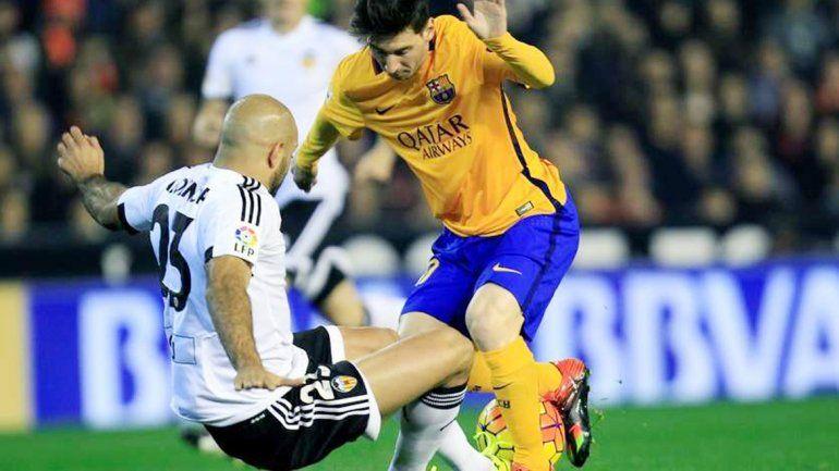 Messi recibió una patada criminal.