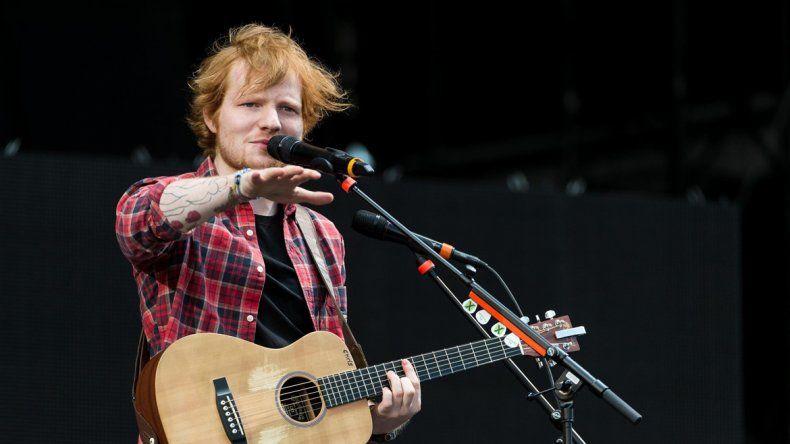 El joven cantante Ed Sheeran podría dar el batacazo y quedarse con uno de los ansiados premios de Taylor Swift.