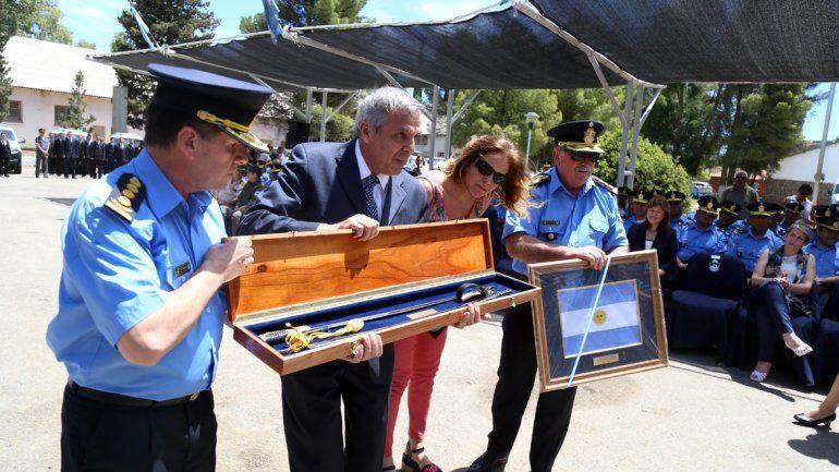 Jorge Sapag realizó su último acto como gobernador en la vieja jefatura de Policía.