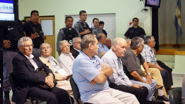 Trece de los 22 imputados durante la primera audiencia del cuarto juicio por delitos de lesa humanidad.