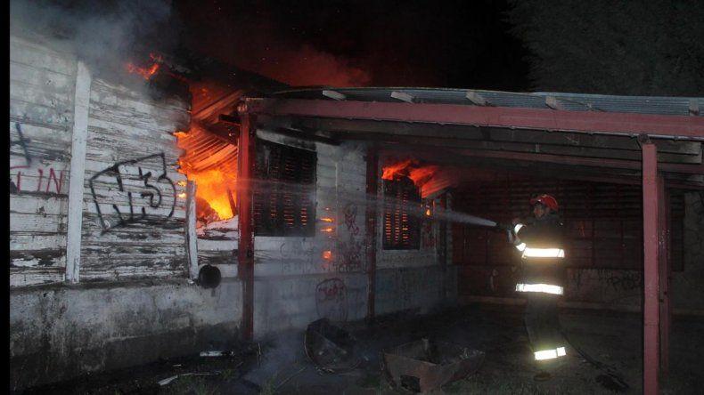 Incendio en la EPET 4 de Junín de los Andes.