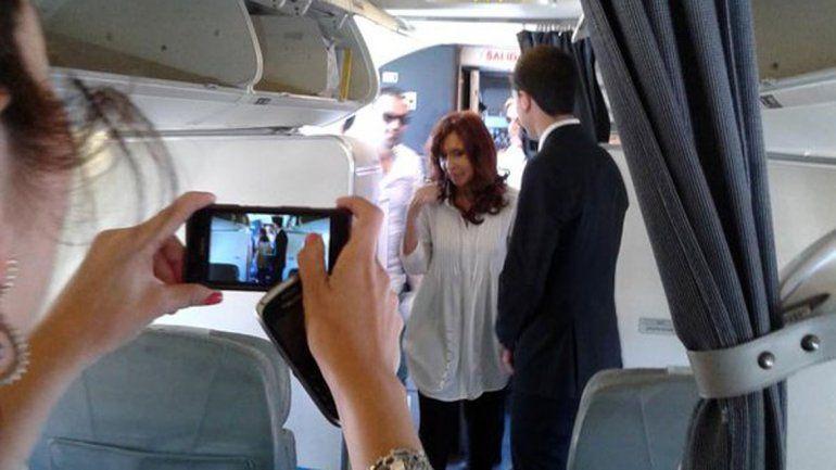 Cristina abordando el avión.