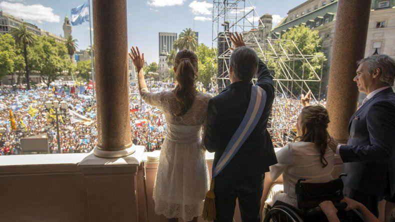 Macri regresó a la Casa Rosada y tomó juramento a sus ministros