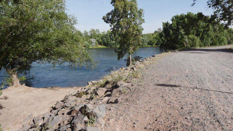 Los jóvenes estaban en una zona del río Neuquén no habilitada para bañarse.