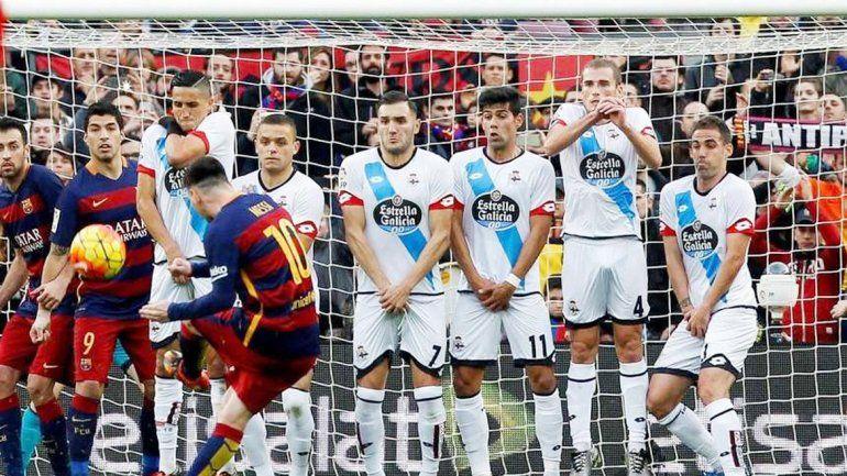 Messi fue autor de un golazo de tiro libre.