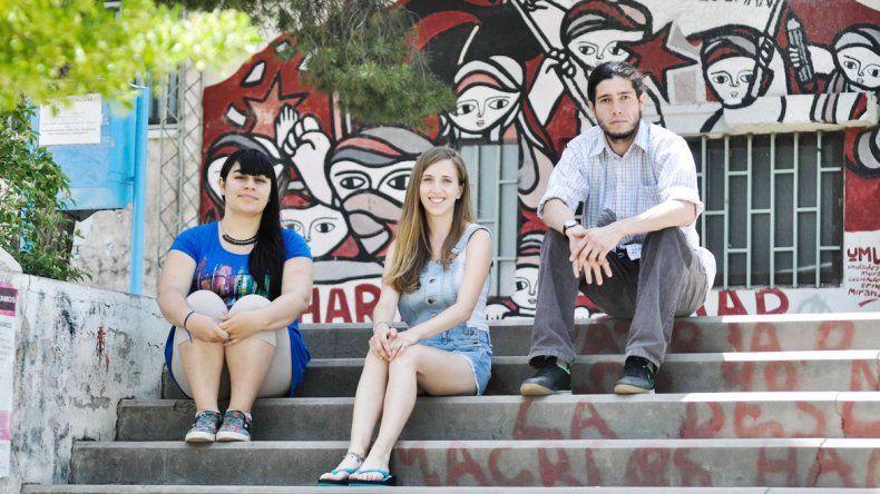 Los tres jóvenes ya preparan sus cosas para viajar a España. Allí estarán durante seis meses.