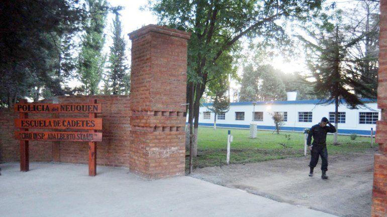 El robo fue en la Escuela de Cadetes de la Policía en Confluencia.