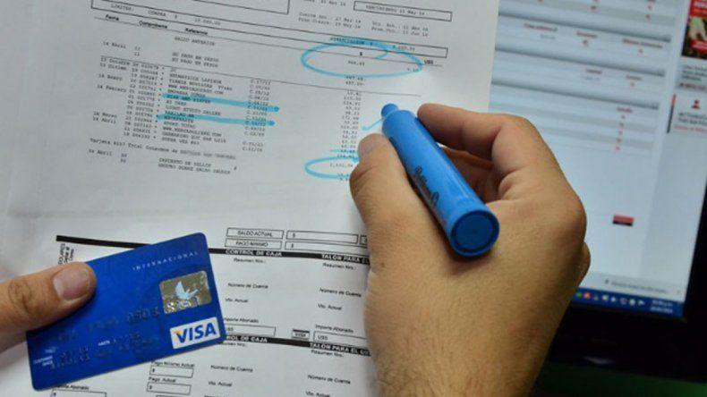 Los consumidores afectados afirman que en los resúmenes de sus tarjetas de crédito aparecen deudas sorpresivas.