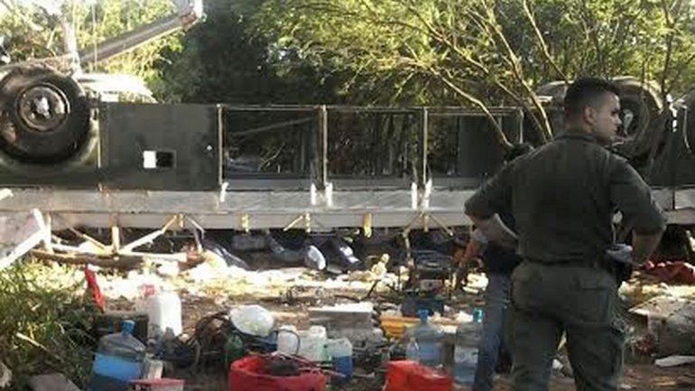 Se desbarrancó un micro y murieron 42 gendarmes