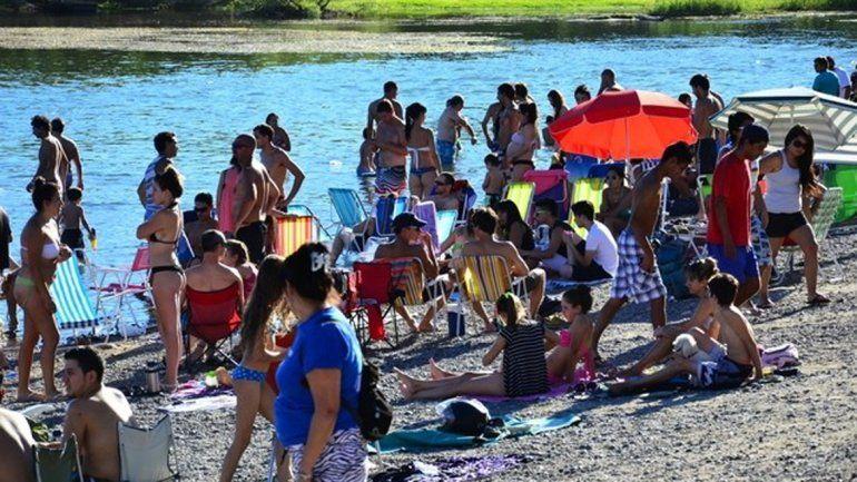 Mucha gente se volcó al río el fin de semana.