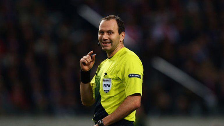 El excéntrico árbitro ya dirigió a la Selección argentina en Brasil.