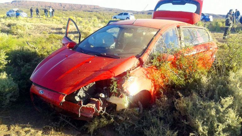 El Ford Fiesta robado terminó volcado por una mala maniobra de Ramos cuando intentaba huir de la Policía.