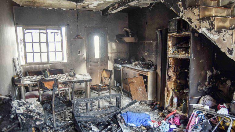 Un escape de gas dejó sin casa a una familia del barrio Huiliches.