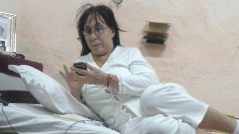 Moria fue fotografiada mientras permanecía en la celda.