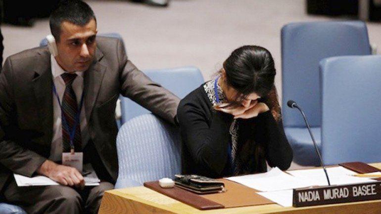 Nadia Murad Basee se quiebra durante su relato en las Naciones Unidas.