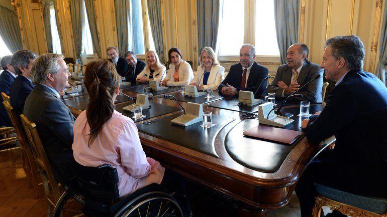 Macri se reunió con senadores.