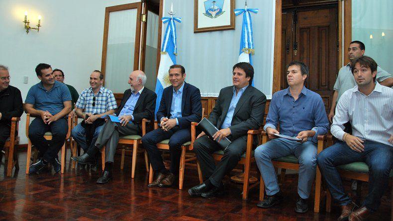 El encuentro se realiza desde las 14 en Casa de Gobierno.