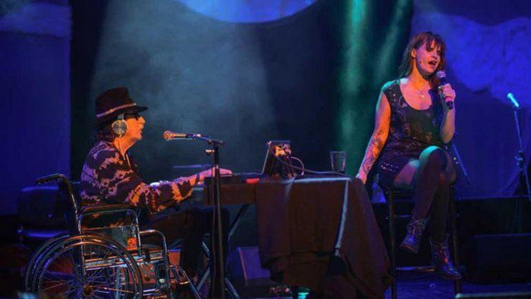 Charly García aprovechó el show para cantar Eiti Leda con Cantilo.