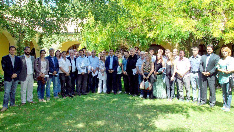 Los representantes de todos los partidos políticos posaron para una foto inédita en el último tiempo.