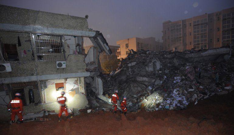 El deslizamiento de tierras fue sucedido por una explosión en un gasoducto.