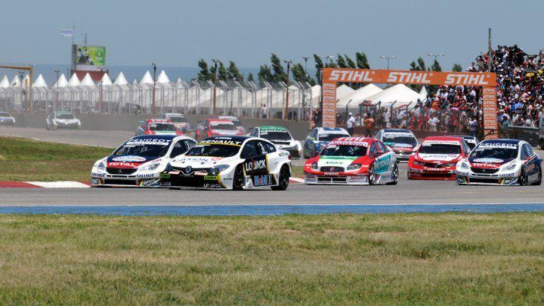 Urcera mantuvo un mano a mano con Rossi durante toda la carrera. El cuatro veces campeón lo acechó.