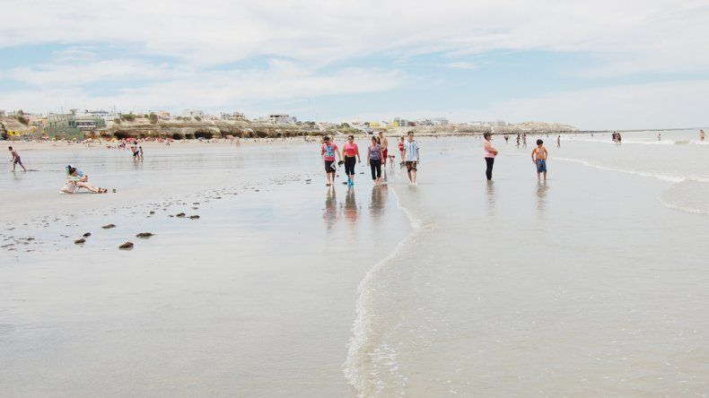Ya llegaron los primeros turistas a las playas. De a poco