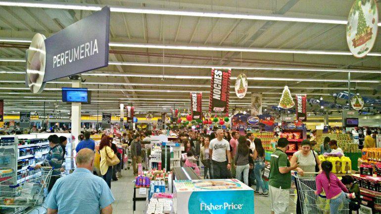 Comprar y comprar. Con el cobro del aguinaldo se espera que los supermercados de la ciudad se llenen de consumidores.