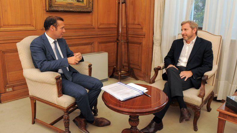 El gobernador Omar Gutiérrez junto al ministro Rogelio Frigerio.