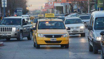 ladron asalto a una taxista y despues huyo en su auto