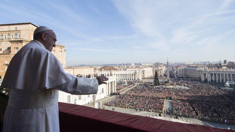 Ante miles de fieles, el Papa pidió paz para Cercano Oriente y Colombia en mensaje de Navidad