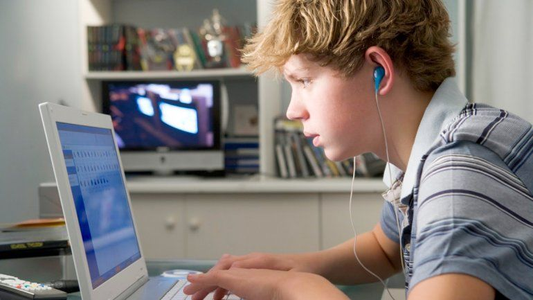 Un estudio halló que al usar la red social