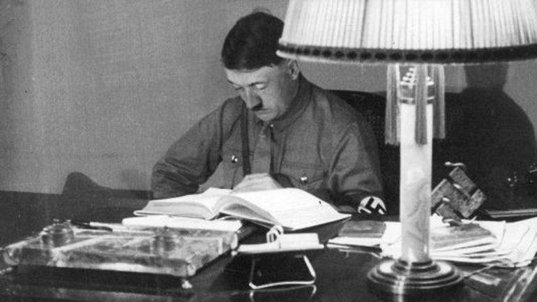 La obra original de Hitler consta de 700 páginas.