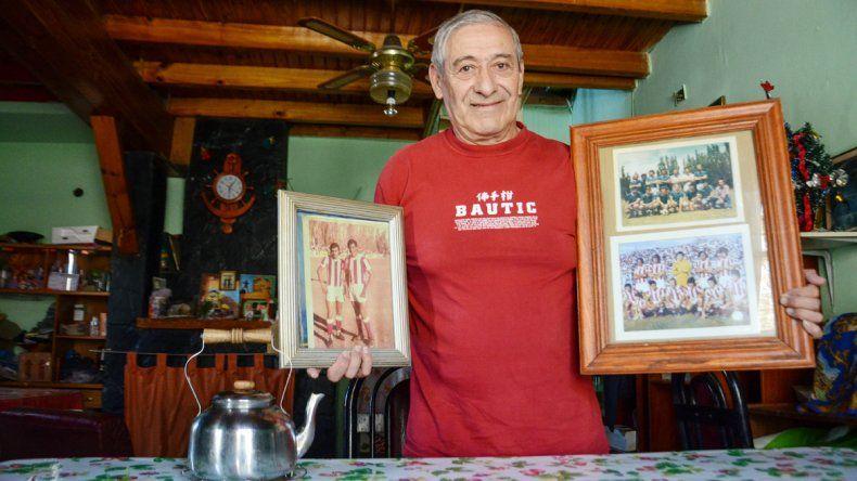 Los recuerdos de una pasión por la redondaAlgunas de las fotos que conserva Chiqui Castillo de sus años de talentoso delantero. En 1966 jugó con sus cuatro hermanos (Luis