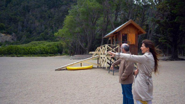 En la costa del lago se analizaron los espacios para el espectáculo.