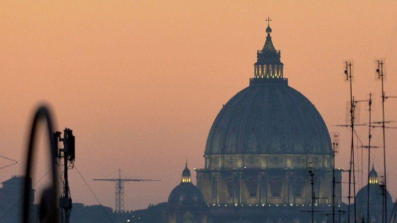 El cielo de Roma se cubre de contaminación y de bandadas de estorninos.