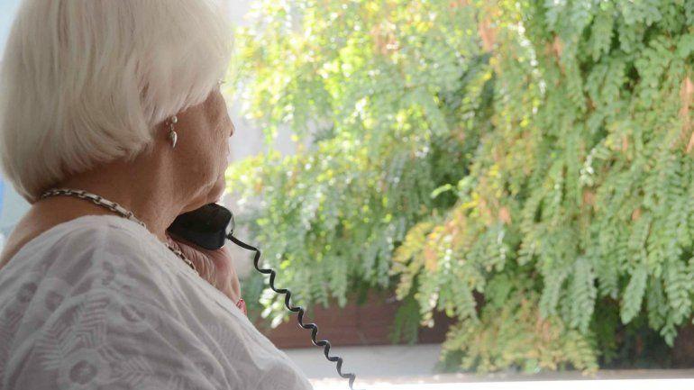 La abuela fue engañada y durante la llamada brindó detalles importantes