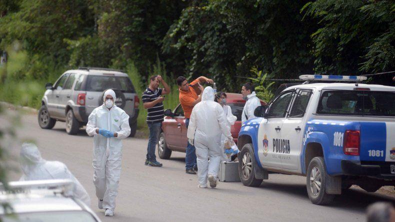 El personal de Criminalística trabajó en la chacra de Obrero Argentino y Figueroa del barrio Confluencia.