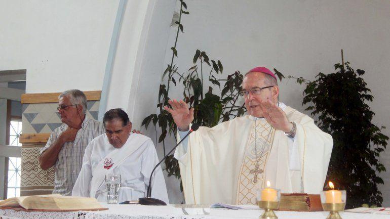 El Obispo bendijo a los presentes.