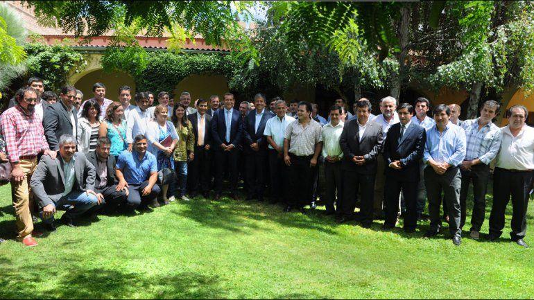 El gobernador estuvo con los intendentes y presidentes de comisiones de fomento.