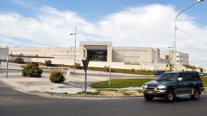 La Legislatura formaría una comisión especial con funcionarios a partir de marzo