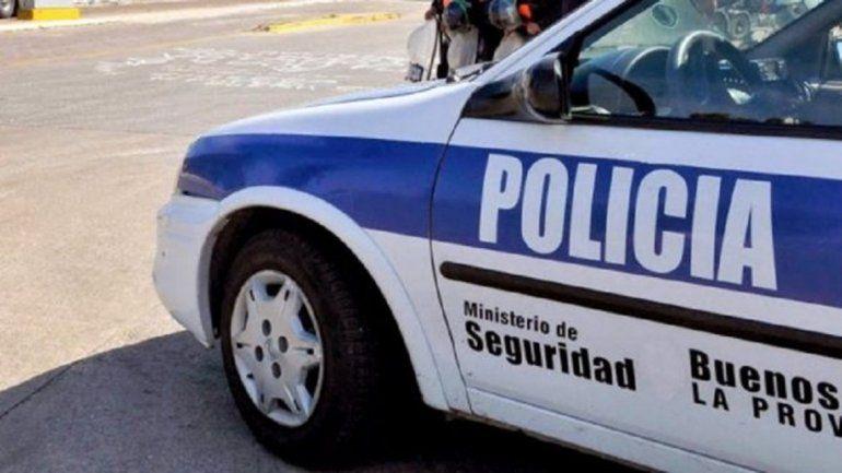Un policía fue detenido por masturbarse frente a un grupo de chicos