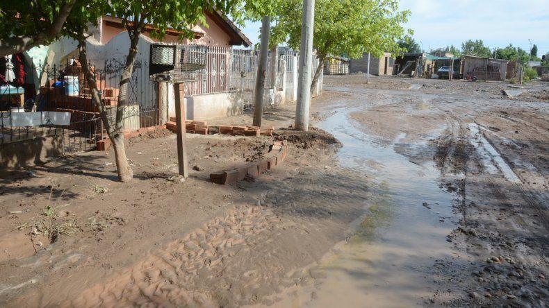 En el Oeste de la ciudad la lluvia complicó a los vecinos.