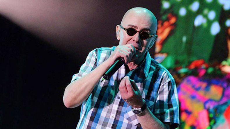 Sólo rumores. En un principio se hablaba de que el cantante tocaría el 19 de marzo en el mismo escenario.